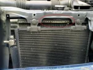 uxod_za_radiatorom_avtomobilya